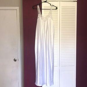 Vintage elegant nightgown in excellent condition